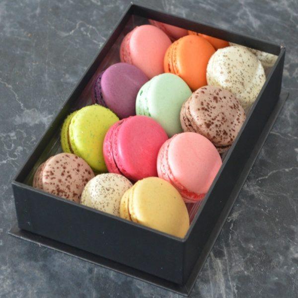 Coffret de 12 Macarons de Stéphane Pasco, Pâtissier Chocolatier Glacier à Nantes et Vertou