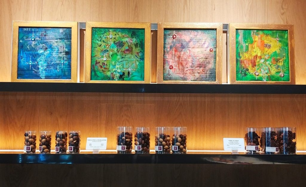 Décoration des murs de la Boutique Stéphane Pasco de Nantes avec les peintures de Cocobello, et son art numérique