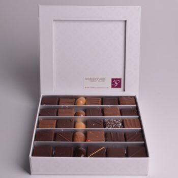 Boîte de 25 Chocolats de Stéphane Pasco, assortiment de Chocolats Noir et Lait