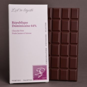 Tablette République Dominicaine 64% Chocolat Noir de Stéphane Pasco, Pure Origine, aux notes de Fruits Jaunes et tout en Intensité