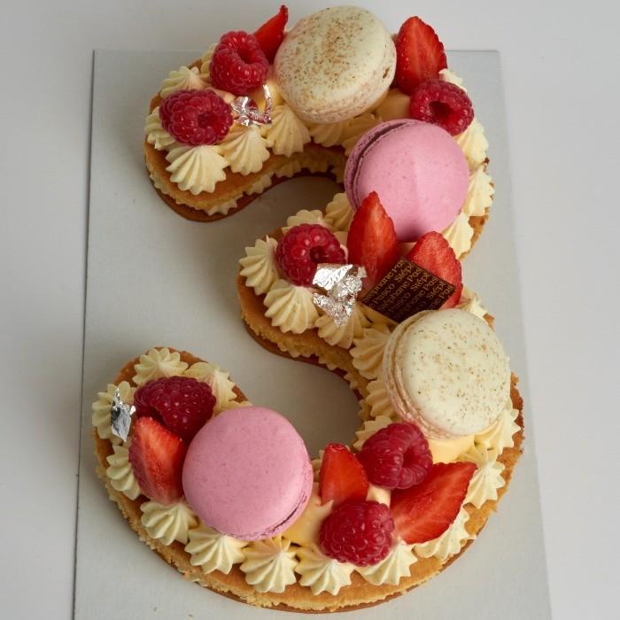 Number Cake, personnalisé en forme de Trois, de Stéphane Pasco