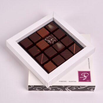 Coffret Petit Carré de Bonbons de Chocolat Noirs et Lait, de Stéphane Pasco, Chocolatier à Nantes et Vertou