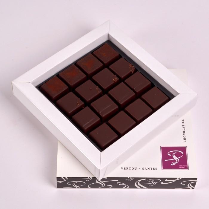 Coffret Petit Carré de Bonbons de Chocolat Pure Origine, de Stéphane Pasco, Chocolatier à Nantes et Vertou