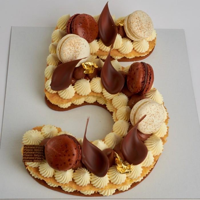 Number Cake, personnalisé en forme de Cinq, de Stéphane Pasco