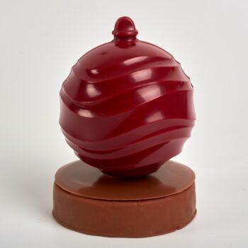 Boule de Noël au Chocolat sur un disque de Praliné et d'amandes torréfiées de Stéphane Pasco