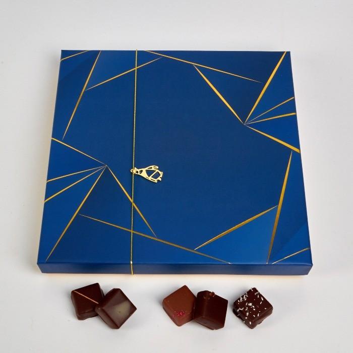 Coffret Noël de 56 et 120 Bonbons de Chocolat en assortiment Noir et Lait, de Stéphane Pasco, Pâtissier Chocolatier à Nantes et Vertou