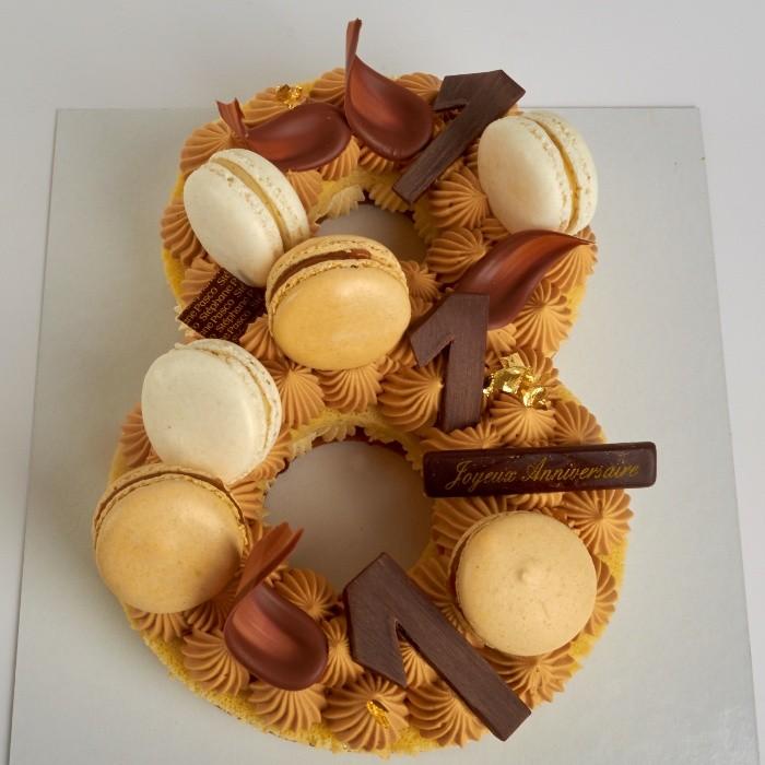 Number Cake, personnalisé en forme de Huit, de Stéphane Pasco